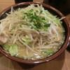 銀家 - 料理写真:福沢諭吉先生のラーメン(右は刻みニンニク)