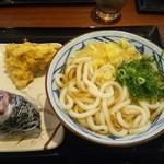 丸亀製麺 - かけうどん・大(\390)、かしわ天(\130)、梅おにぎり(\130)