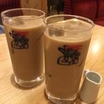 コメダ珈琲店 - ドリンク写真:モーニングはアイスオーレ 440円でトーストと玉子つき