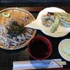 御食事処 曲屋 - 料理写真:ざる蕎麦とダチョウの天ぷら