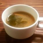 Cafeここたの - ランチに付くスープ。本日は大根とワカメの味噌汁でした。