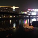 ミツバチ - 中洲の夜景と、ときどき灰皿、そしておしぼり。