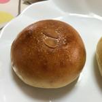モモチャミブレッド - プレミアムランニングエッグのクリームパン  155円