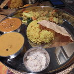 南國堂 - ダブルカレープレート1060円 南インドのチキンカレー&カジキマグロのマラバールカレー