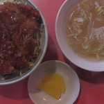 中華料理 萬来軒 - ソースかつ丼(真上)