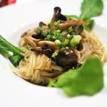 たまな食堂 - 旬の野菜とキノコの白味噌豆乳クリームパスタ