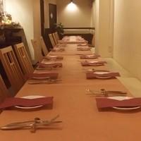 大人数の場合でもテーブルを繋げて一列にする事ができます!