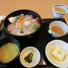 海鮮レストラン 遊 - 料理写真:スマホをいじってると注文した海鮮丼1080円の出来上がりです。