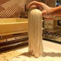 香川の小麦粉使用。店内で真心こめて製麺。