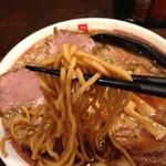 六代目けいすけ - 背脂肉そばの中太ストレート麺