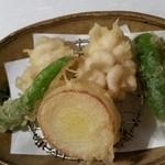 44128720 - 雲子(鱈の白子)、伏見唐辛子、ポロ葱の天ぷら。