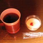 牛國 - 2010/7 ホットコーヒーと杏仁豆腐