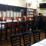 レストラン ベア - レストラン ベア 本店 @稲荷町 出番を待つお皿が沢山準備される店内