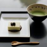 虎屋菓寮 - 青大豆の豆乳羹+抹茶