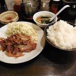 帯広亭 - ...「豚生姜焼定食(645円)+ご飯大盛り(40円)」、肉が少ない!生姜焼きは日高屋かな。。
