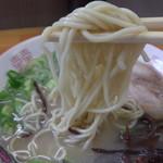 ぎょらん亭 - 中太麺。個人的にはもう少し太くてもいいような。