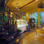 ガーデン&クラフツ カフェ - 雰囲気満点な店内