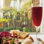 ガーデン&クラフツ カフェ - ノンアルコールのスパークリングワイン