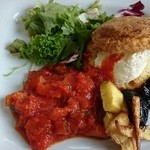 チェルシーカフェ - ラタトゥイユとクリームチーズのビスケットサンド