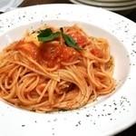 ピッツェリア バール ナポリ - フレッシュトマトとモッツアレラ  バジルのトマトソース800円
