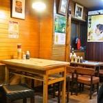 串かつ 千里 - テーブル席