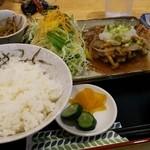 松本 - 料理写真:ポークソテーのキノコソース掛け定食