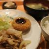 居酒や がっつ - 料理写真:生姜焼きとメンチカツ定食(日替り)