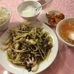 新天地 - ランチ、高菜とイカの塩味の炒め 730円