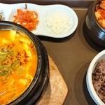 李朝園 - 料理写真:料理 スンドゥブチゲ