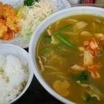 新華苑 - 料理写真:今日の日替わり、カレーラーメン・海老天・小ライスで850円