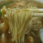 新華苑 - 料理写真:少し甘口のカレーが絡んでうまい!甘いけど汗が出てくる。