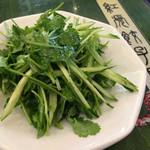 紅虎餃子房 - パクチーときゅうりのサラダ
