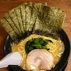 本郷家 - 料理写真:ラーメン690円。麺硬め。海苔増し130円。