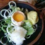 奥会津 - 薬味。うずらの卵付きです。