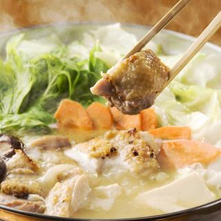 濃厚スープが自慢のコラーゲンたっぷり薩摩軍鶏の『水炊き鍋』