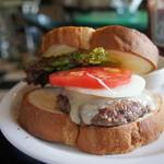 ジャックカフェ - ハンバーガーにモッツァレラチーズをトッピング