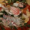 南海荘 - 料理写真:鯛の活け造り。ビチビチ動きます!その他造りの盛り合わせも