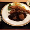 とんかつ たから - 料理写真:海老とクリームコロッケ定食 大きいクリームコロッケと海老をデミグラスソースで 980円