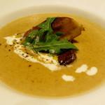 RISTORANTE Baci - フォアグラを浮かべたボルチーニ茸のポタージュ