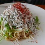 サザンビーチカフェ - 釜揚げしらすと青さ海苔のペペロンチーノ