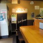 麺中夢中 - 店内には夜の部のお店の別の暖簾が待機中。