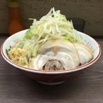 44558138 - 151116小ラーメン(豚2枚)690円麺半分野菜ニンニク