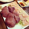 串源 - 料理写真:レバ刺しと、鳥刺し♡最高に旨い!