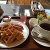 マイゲベック - 料理写真:モーニングのワッフルとアメリカン680円