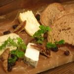 ヌメロ サンク - アルパージュのチーズ盛合せ フルムダンベール ミラベラ ロンドドラヴェレデシェール