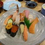 すし市場 正 - ランチの北海握り、茶わん蒸しに赤出汁(と食後の珈琲)付きで1680円