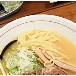 シマシマトム - やや加水率高めの麺。