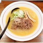 シマシマトム - 塩らーめん 700円 牛骨&牛すじの旨味が染み渡るラーメンです♪