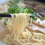 麺ズ赤のれん - 細めのストレート麺でコシがあります。