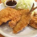 フォーメス - ミックスフライはチキン、アジ、牡蠣2個